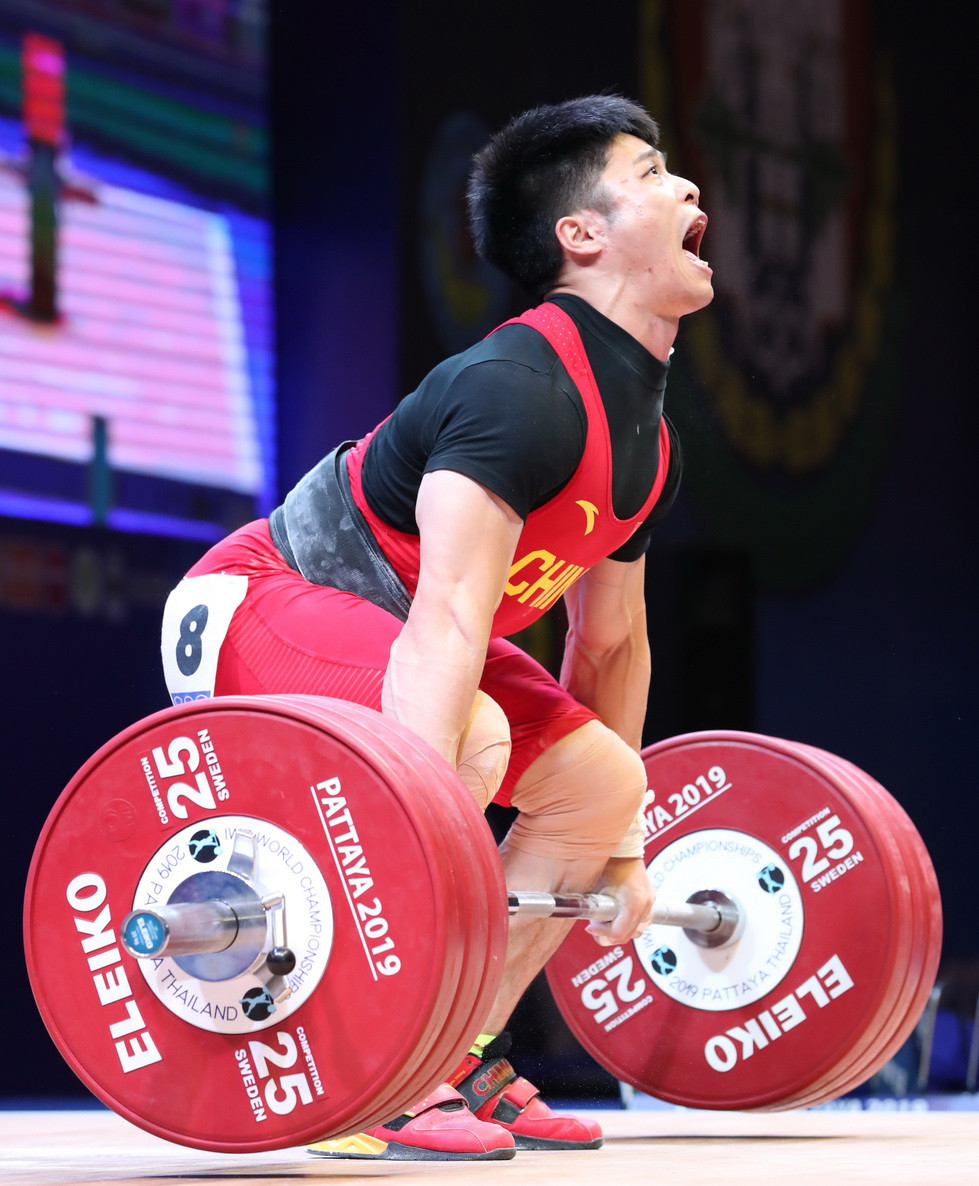 His final mark of 318kg was made up of a world record-breaking lift of 145kg in the snatch and 173kg in winning the clean and jerk ©IWF