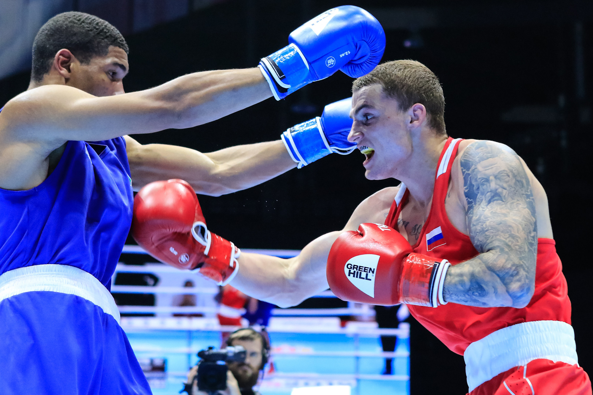 Russia's Gleb Bakshi progressed to the middleweight gold-medal bout with a victory over Hebert Conceicao Sousa of Brazil ©Yekaterinburg 2019