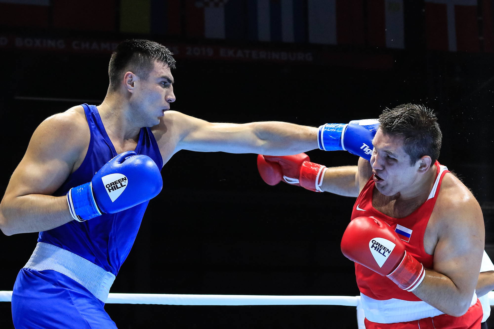 Uzbekistan's Bakhodir Jalolov recorded a unanimous victory against Russia's Maksim Babanin in the super heavyweight division ©Yekaterinburg 2019