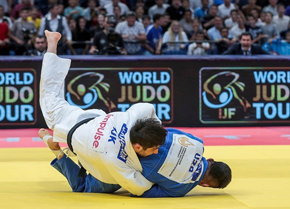 Khikmatillokh Turaev also delighted the home crowd by winning the men's under-73kg gold ©IJF
