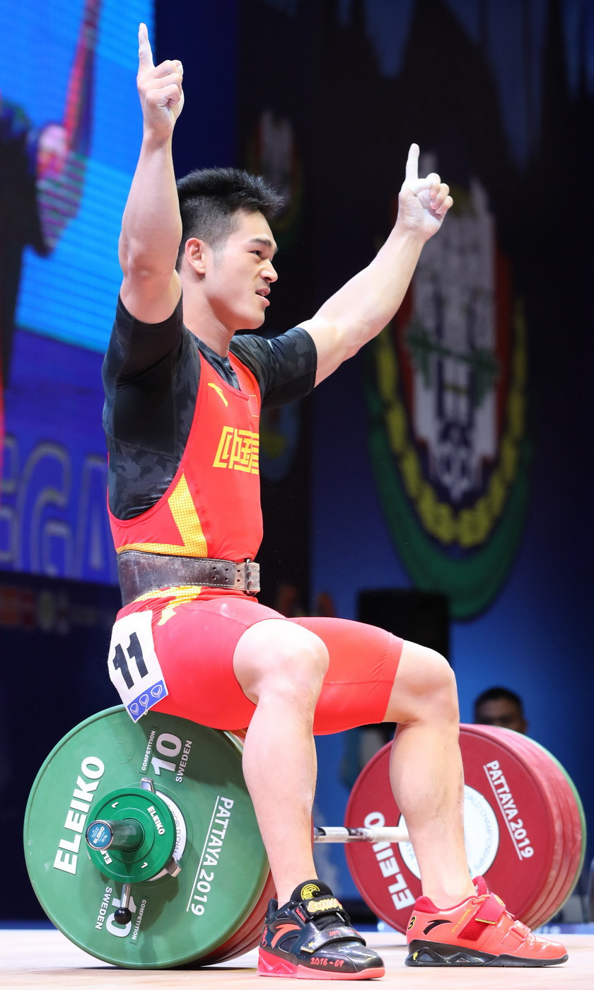 Shi broke two world records to seal a repeat of his gold medal hat-trick from the 2018 IWF World Championships ©IWF