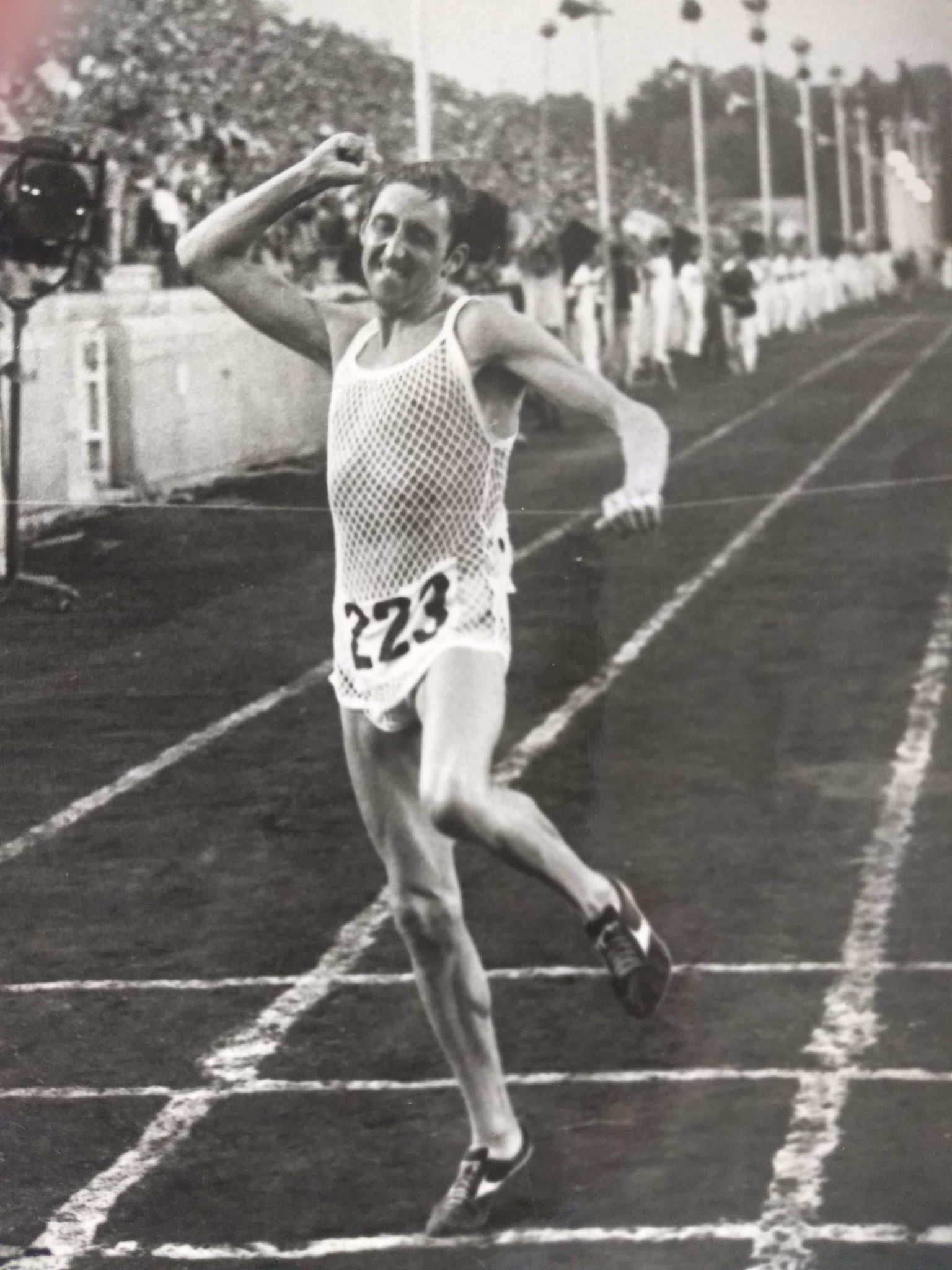 Ron Hill wins the European Championships in Athens in 1969 ©Ron Hill