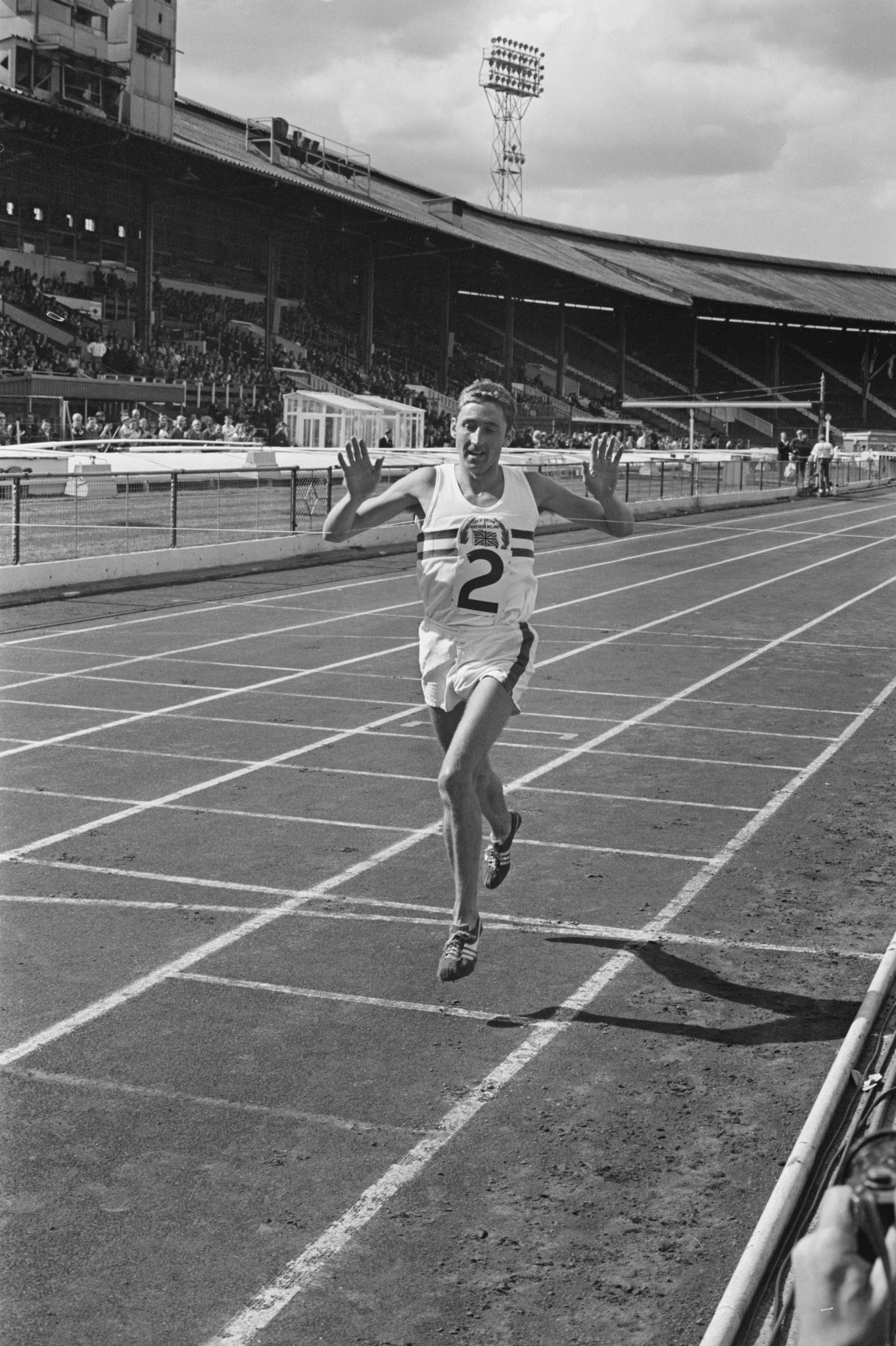 Ron Hill on the track at White City in London ©Getty Images