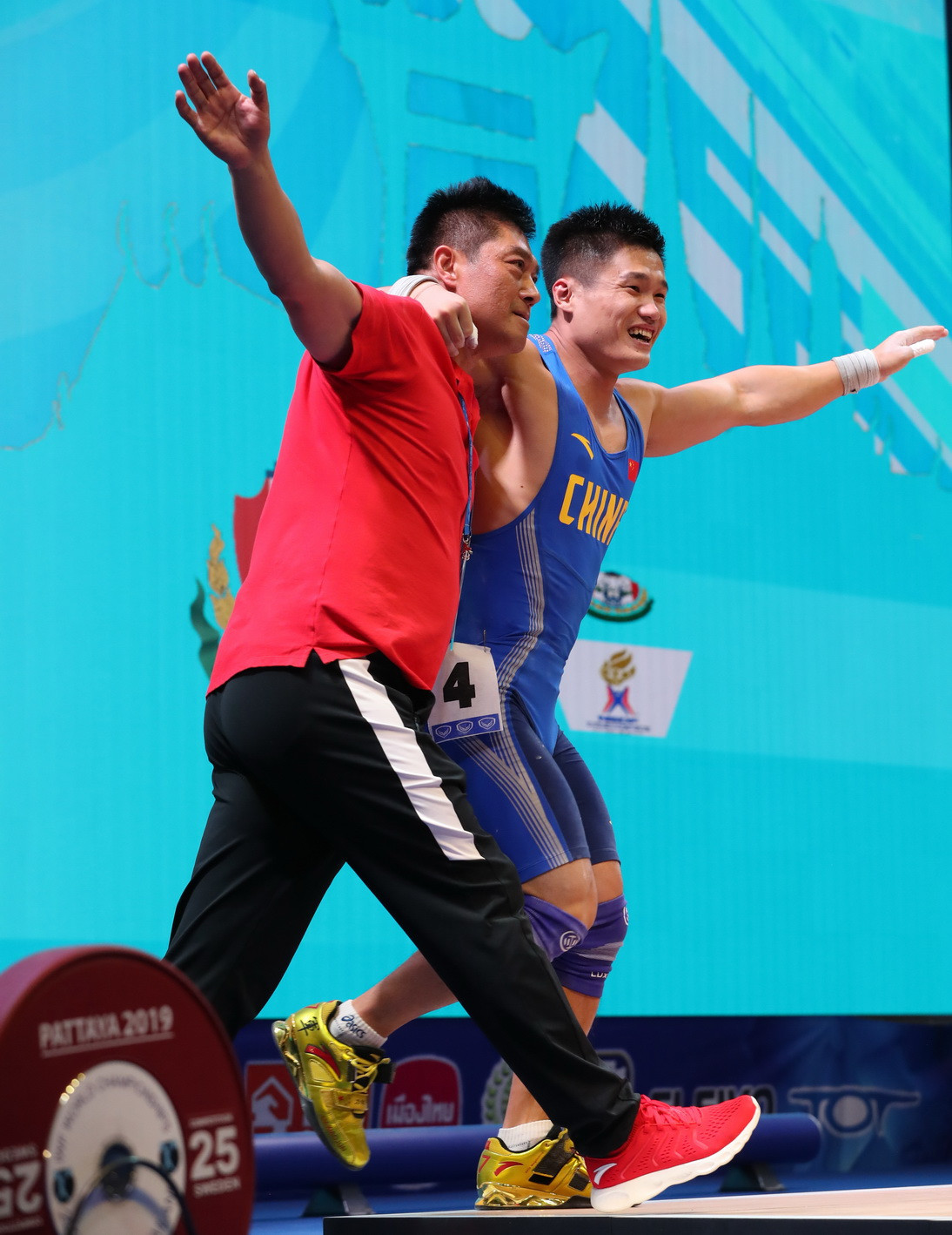 Despite having obvious back pains, Lyu broke the men's 81 kilograms clean and jerk and total world records to seal a clean sweep of the weight category's titles ©IWF