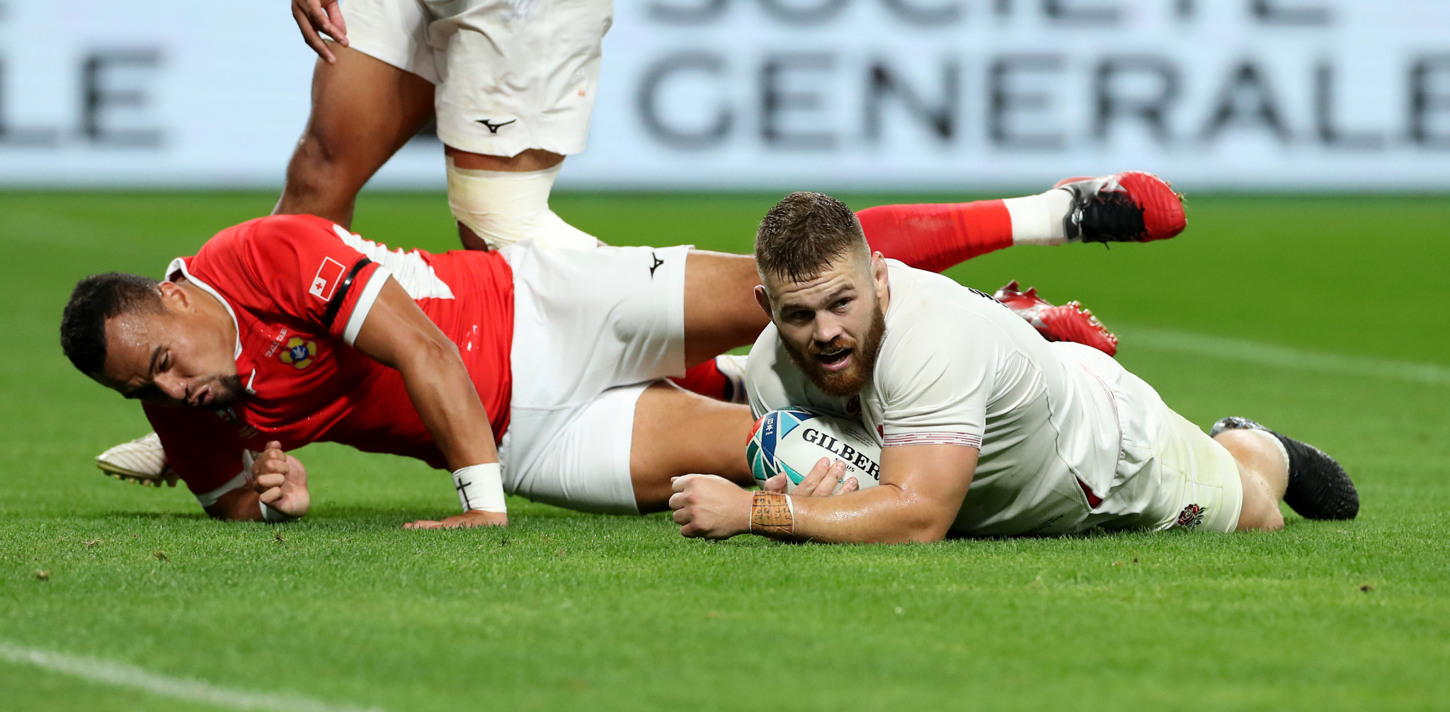 Luke Cowan-Dickie's try secured an English bonus point ©Getty Images