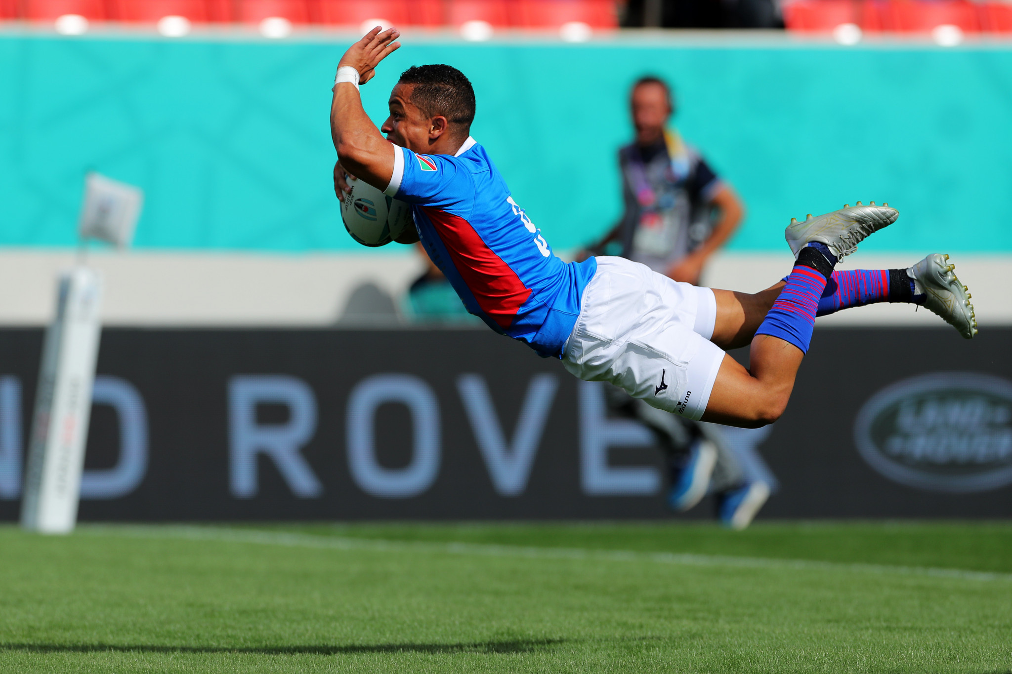 Damian Stevens dived over to give Namibia a surprise lead against Italy ©Getty Images