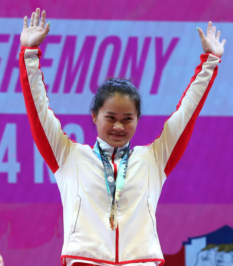 China's Deng Wei broke all three of her own world records in the women's 64kg event ©IWF
