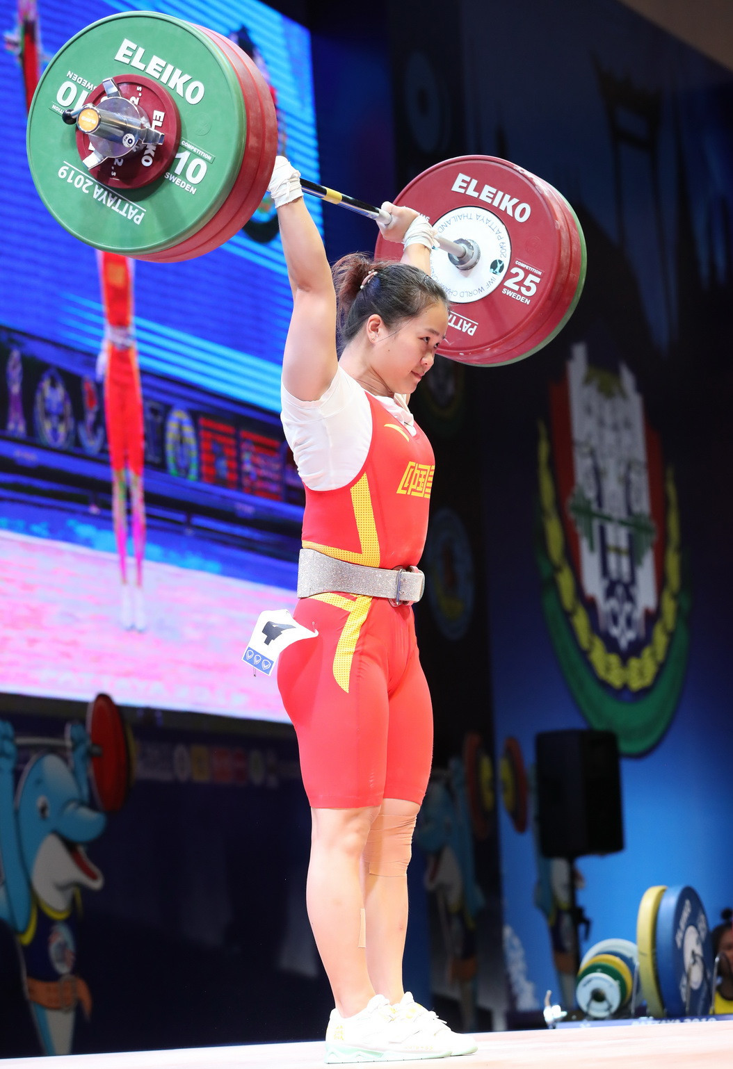 China's Deng Wei completely dominated the women's 64kg event ©IWF