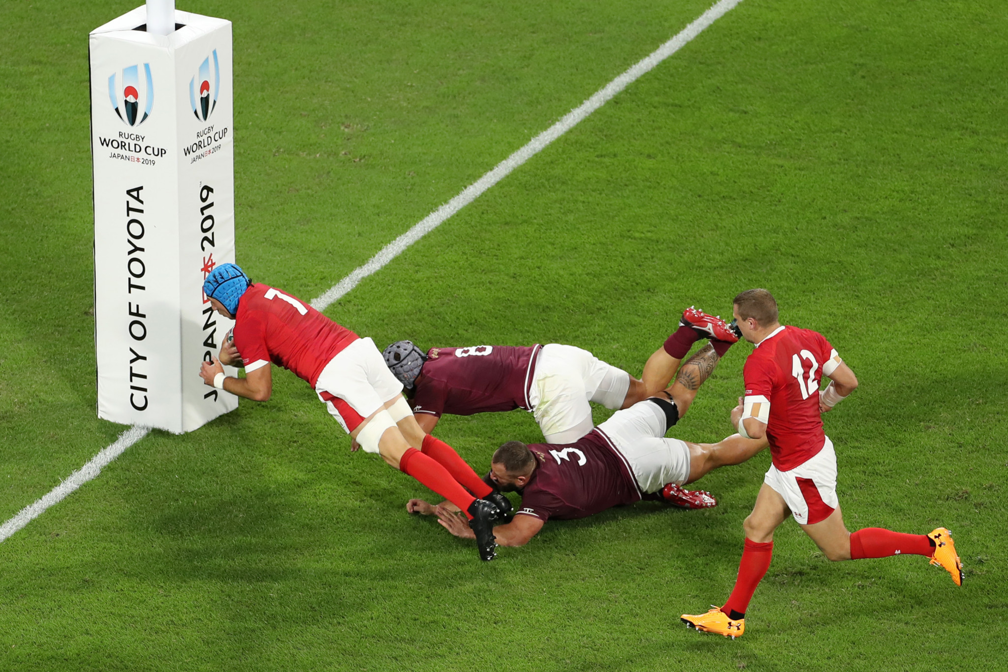 Justin Tipuric scored the second Welsh try as Georgia were swept away ©Getty Images