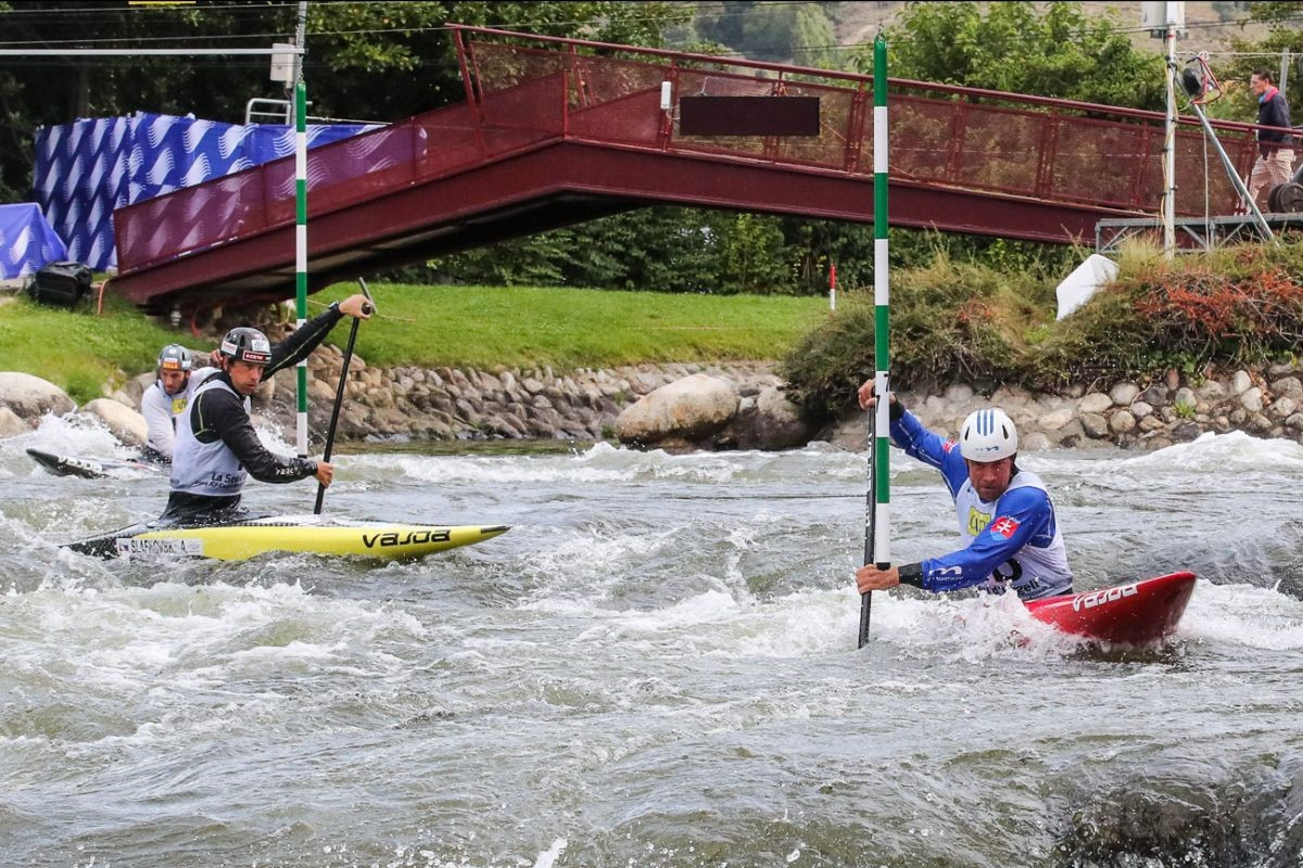 Team events headlined the first day of competition at the ICF Canoe Slalom World Championships in Spain ©ICF
