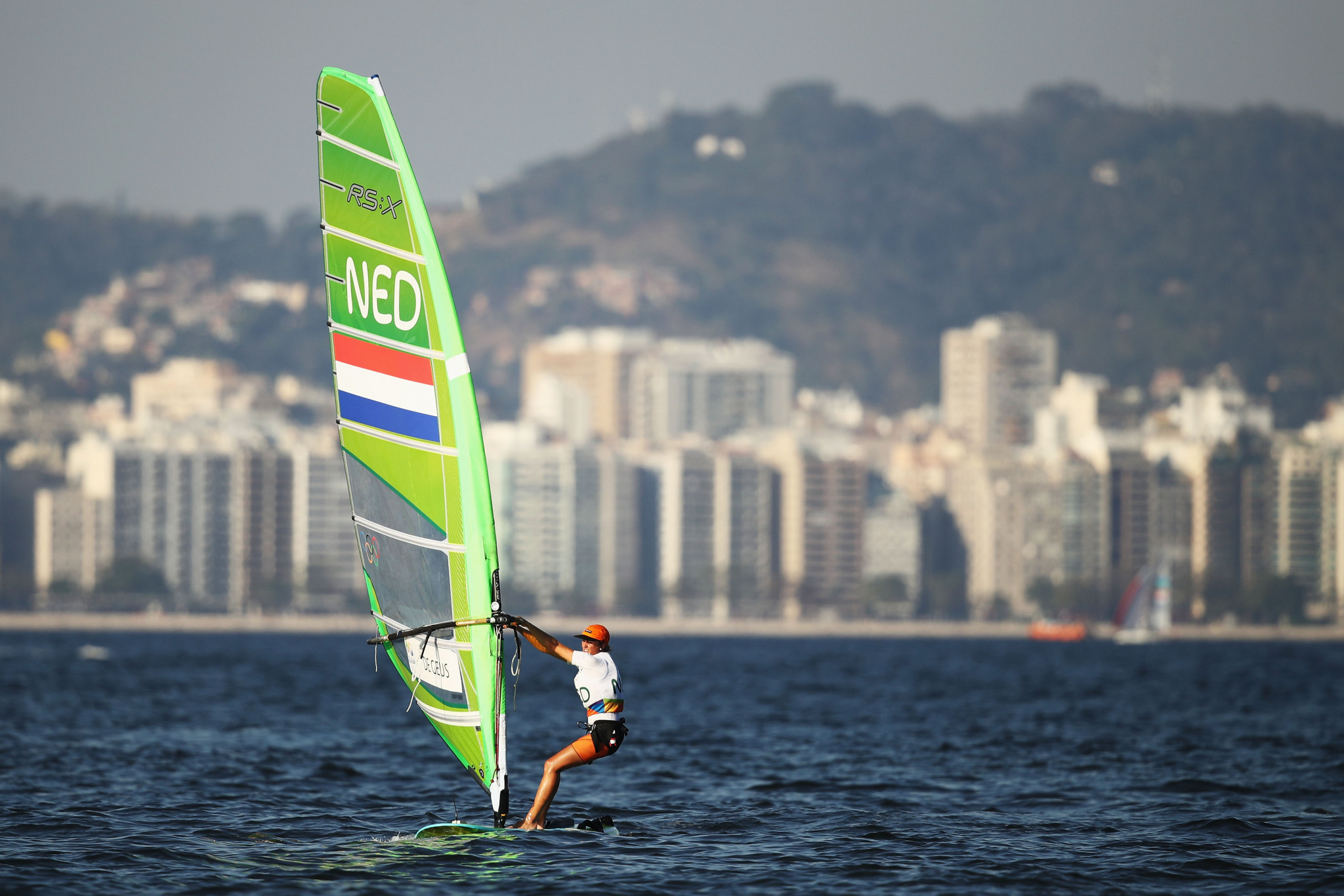 De Geus makes impressive start to title defence at RS:X World Championships