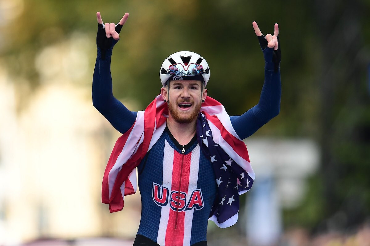 Simmons sprints home in junior men's road race at UCI Road World Championships