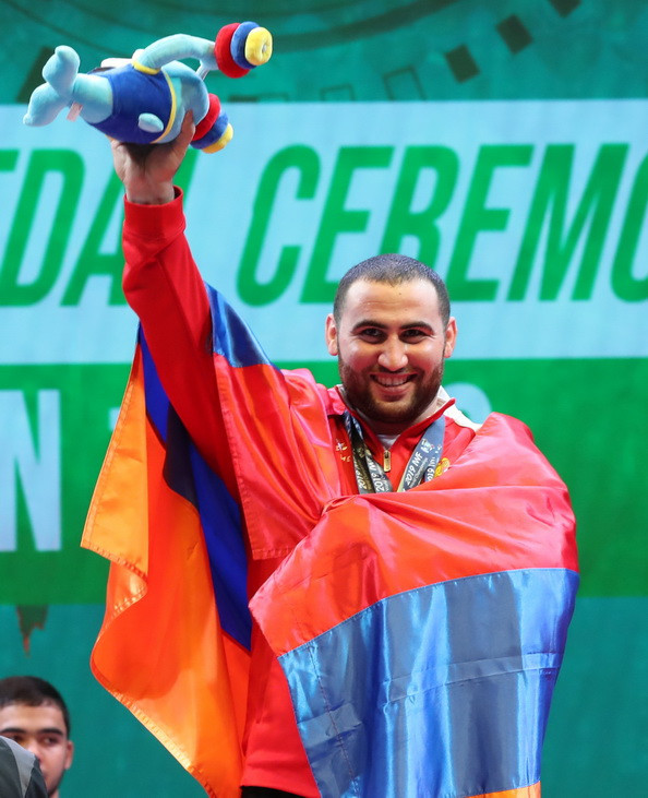 Martirosyan and Wang star on day nine of IWF World Championships