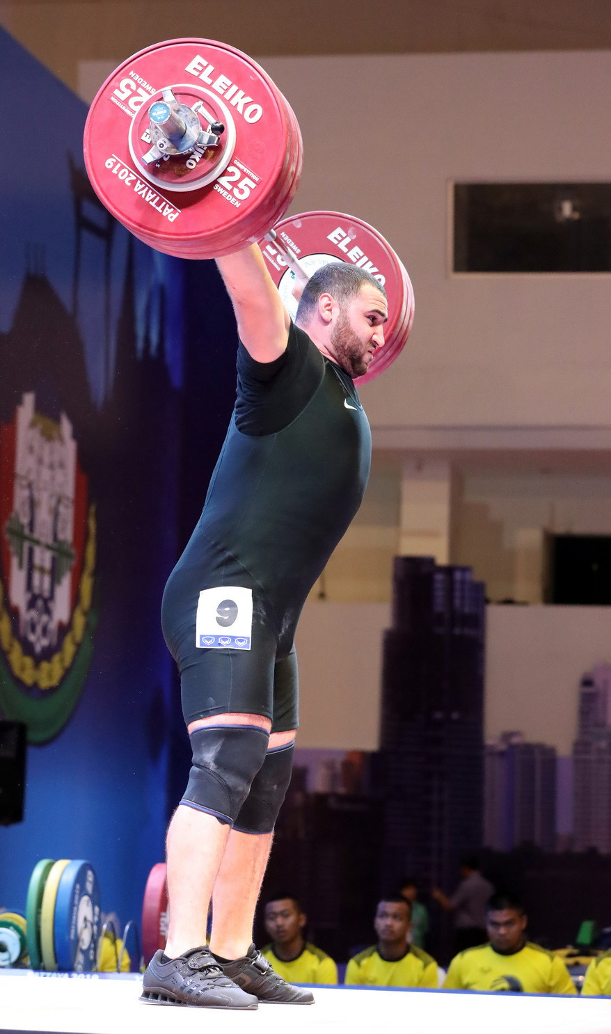 In doing so, the 22-year-old was the last of three lifters to break the snatch world record ©IWF