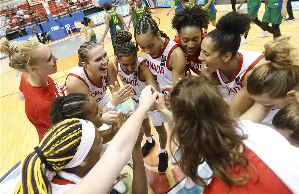 Defending champions Canada made the final again by beating Brazil ©FIBA