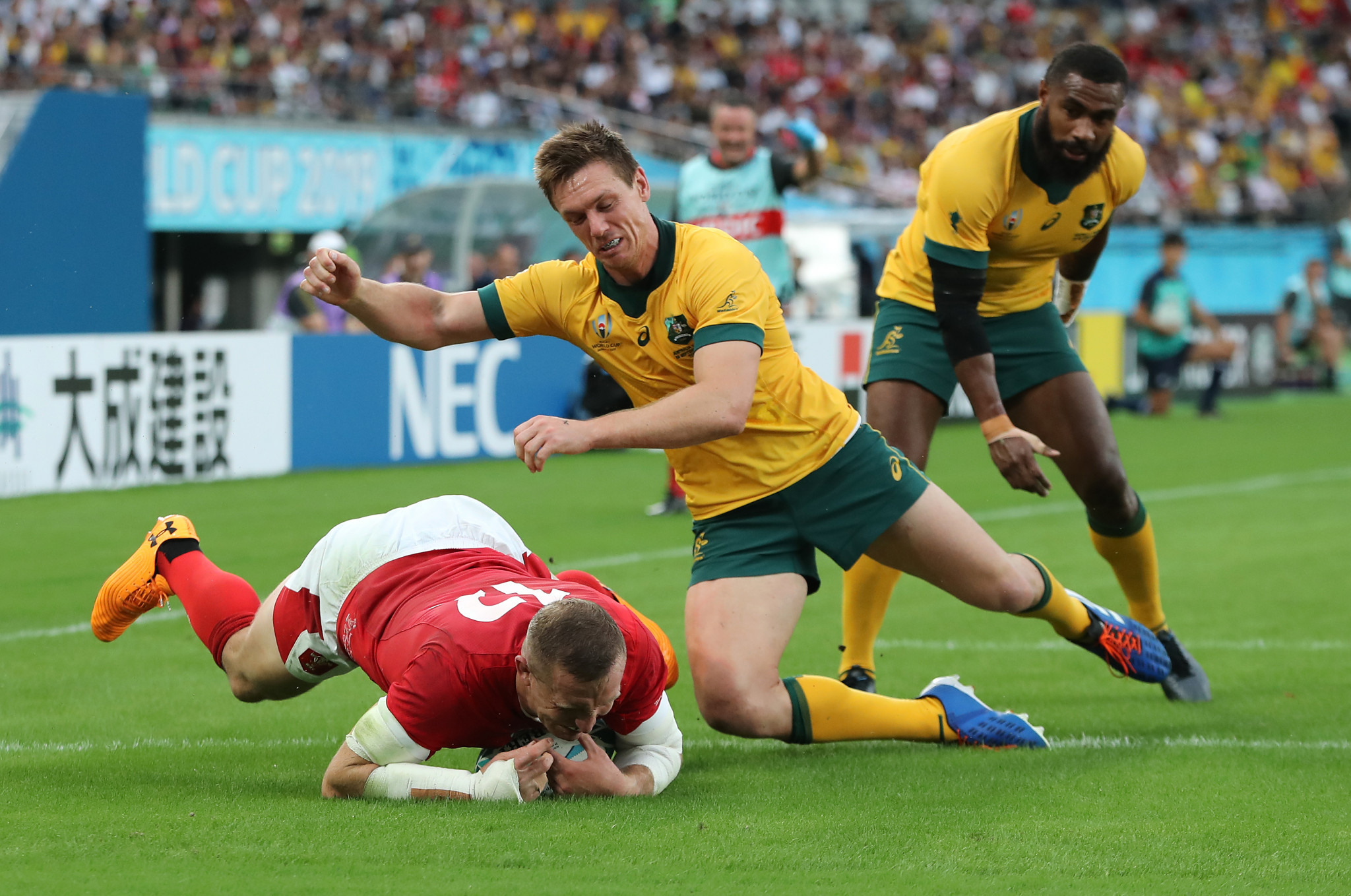 Hadleigh Parkes scored the opening Welsh try in Tokyo ©Getty Images