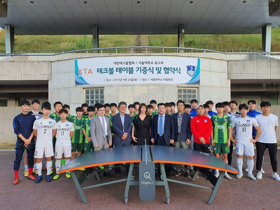 A teqball table was donated to the university at the signing ceremony ©FITEQ