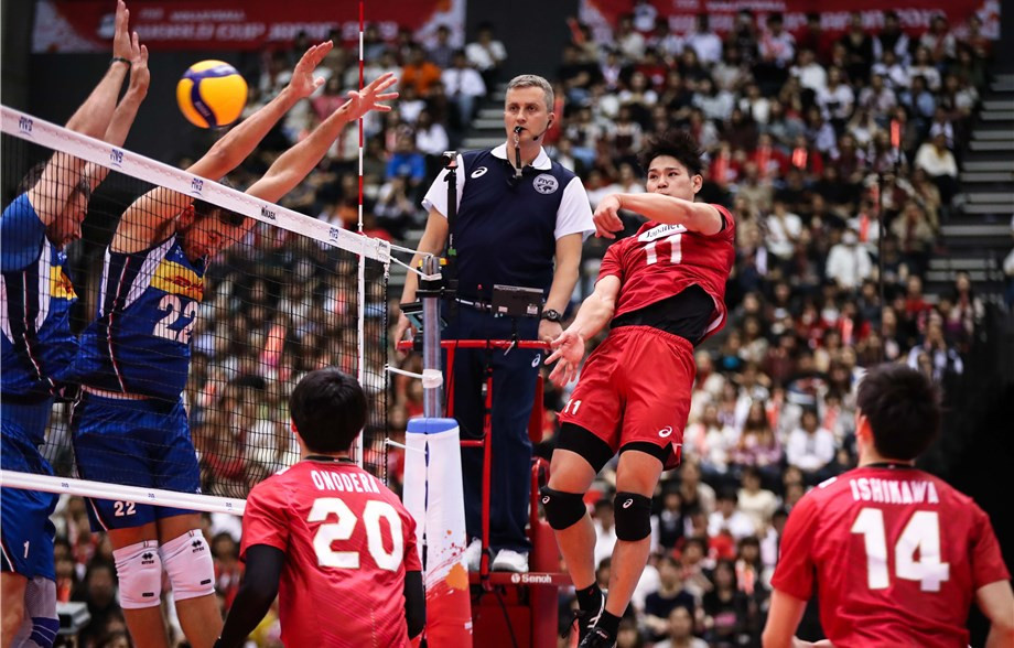 Japan started in fine style with a straight sets victory over Italy ©FIVB