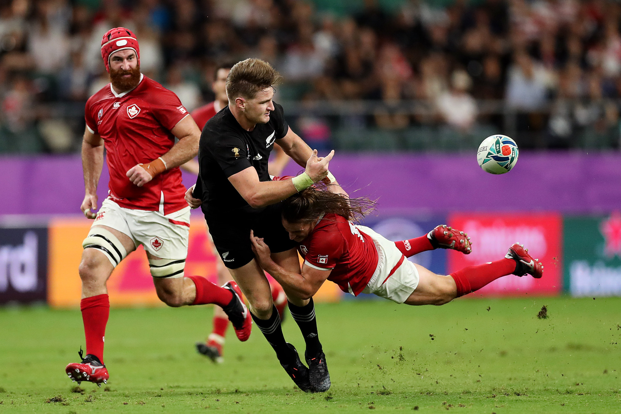 The All Blacks are simply brilliant at recycling possession, illustrated here by the always cool Jordie Barrett ©Getty Images