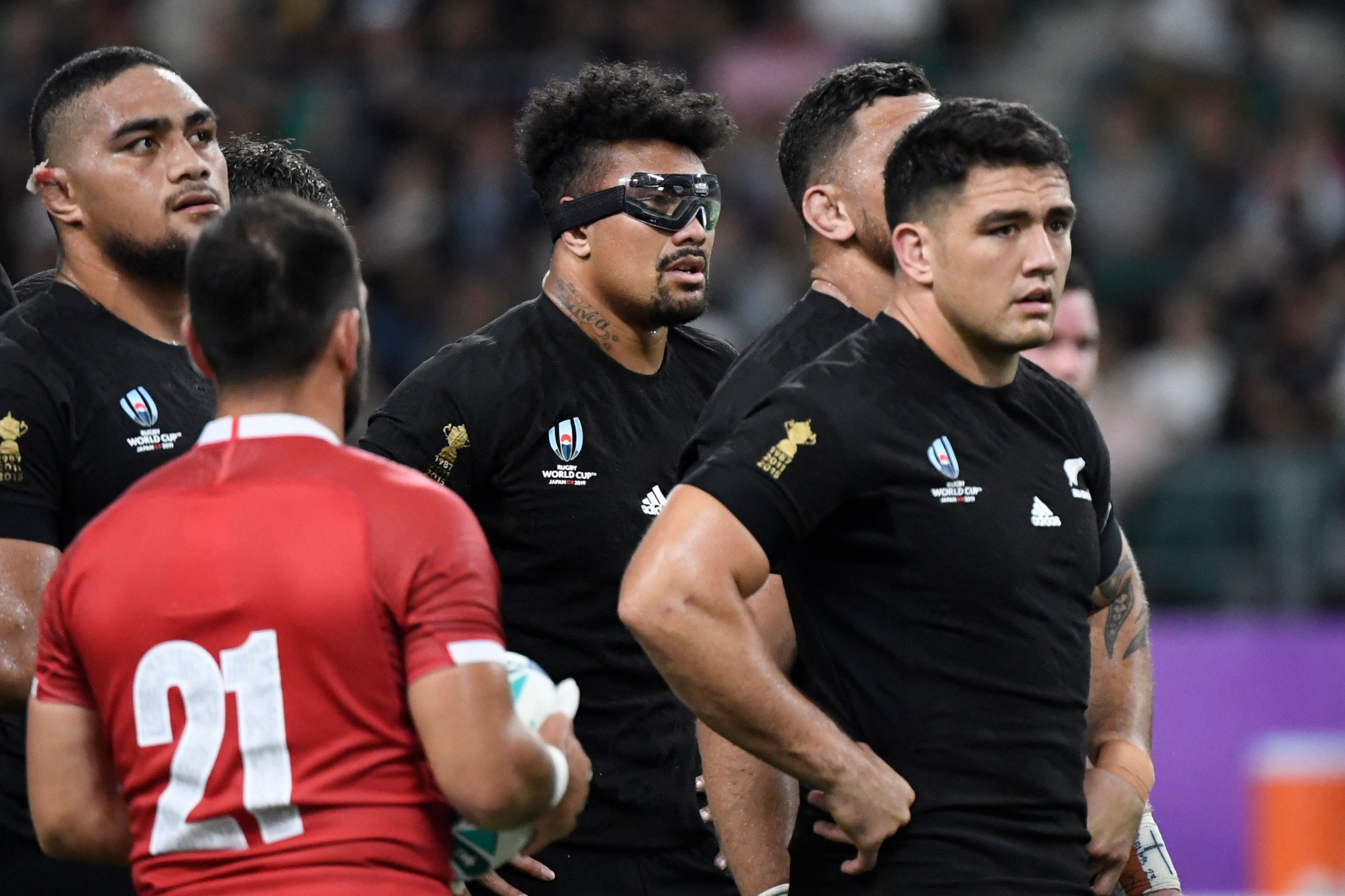 Is it a bird, is it a plane? No, it's Ardie Savea sporting an eye-protective mask ©Getty Images