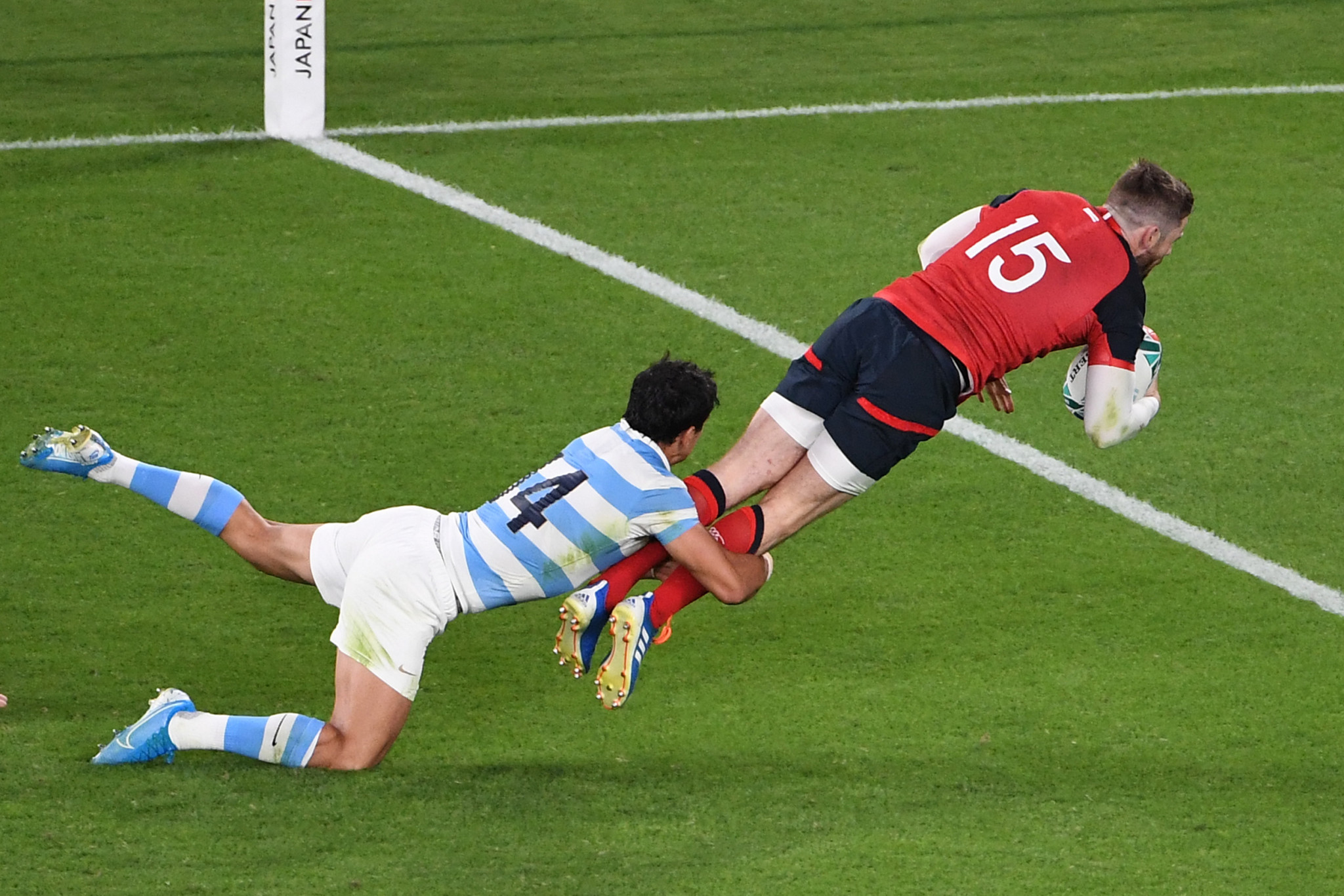 Elliot Daly made a crucial breakthrough for England ©Getty Images