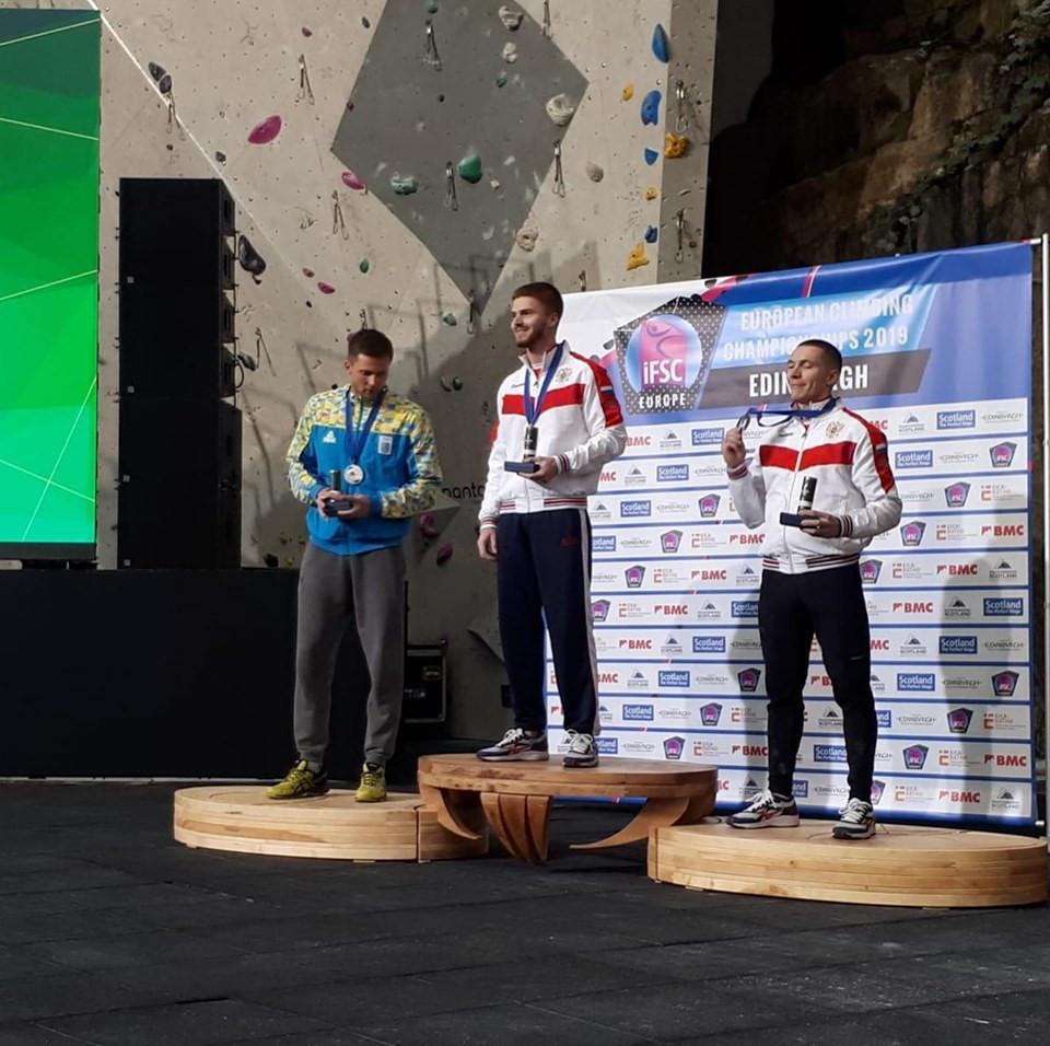 Vladislav Deulin of Russia collects his gold medal in Edinburgh ©GB Climbing