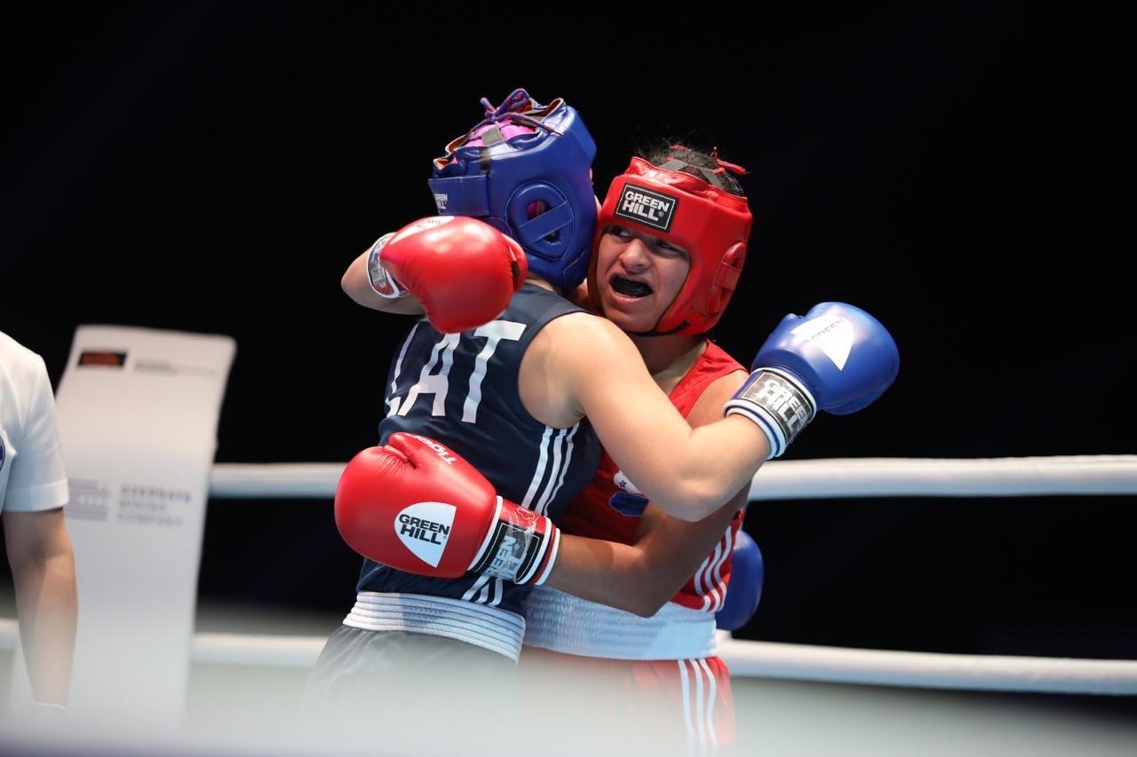 She came up against Amanda Millere of Latvia ©AIBA