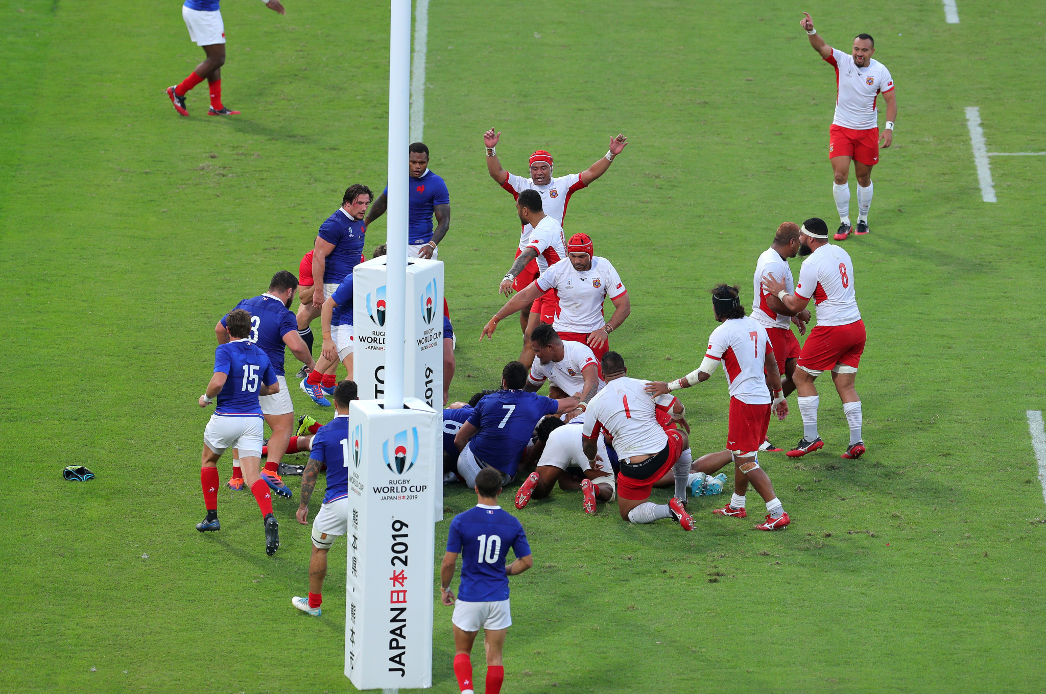 Sonatane Takulua's try on the stroke of half-time gave his side hope ©Getty Images