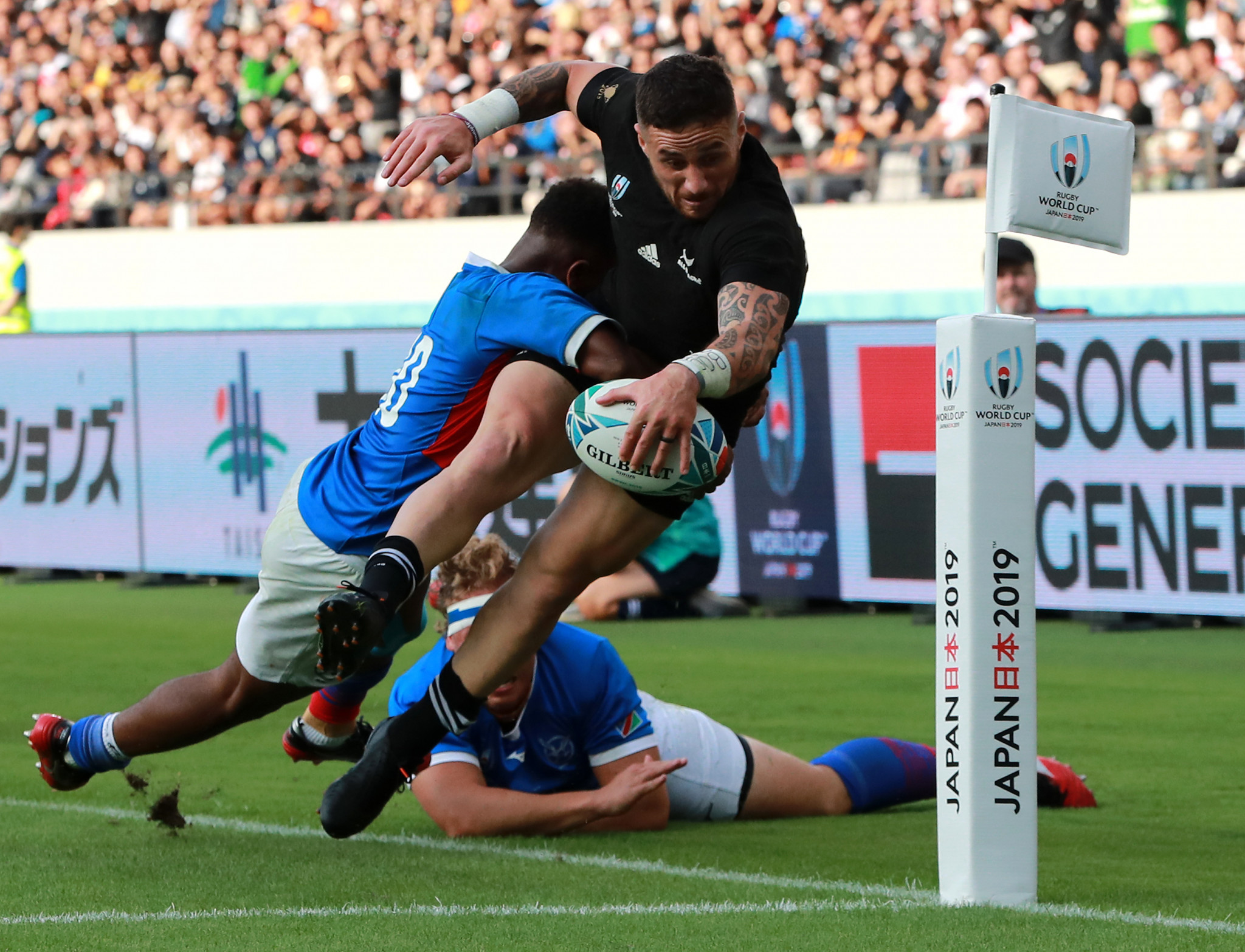 TJ Perenara's try was the pick of the second half as New Zealand eventually ran riot ©Getty Images