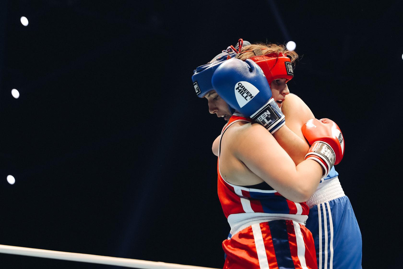 Poland's Aneta Rygielska came up against Ala Yarshevich of Belarus ©AIBA