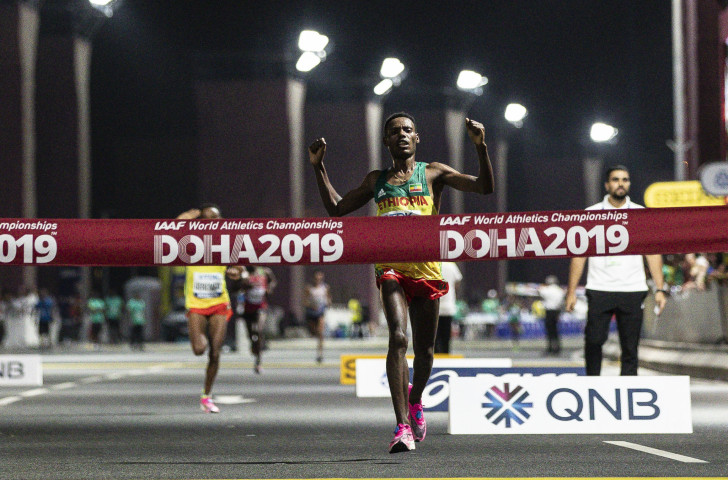 Conditions for the men's marathon, won by Lelisa Desisa of Ethiopia n the early hours of Sunday morning, were more forgiving than those which caused 28 drop-outs from the women's marathon a week earlier ©Getty Images