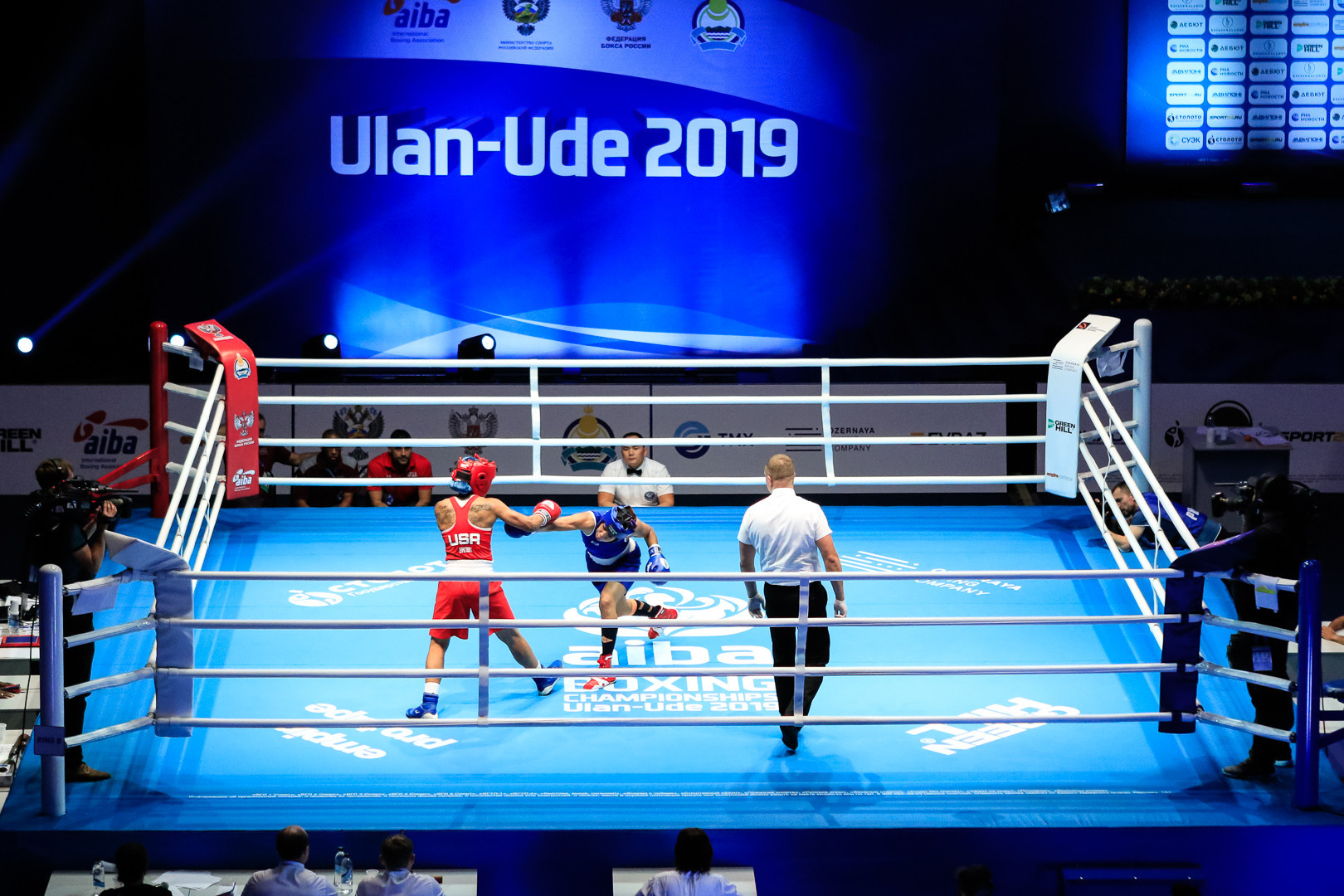 Competition will continue tomorrow with bouts in the flyweight, featherweight and middleweight ©AIBA
