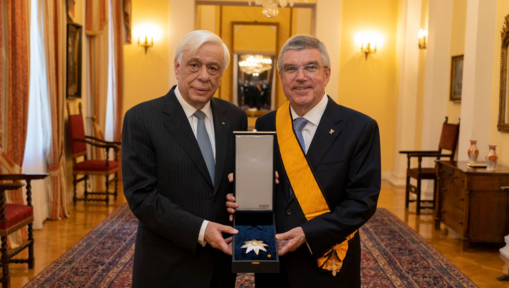 Thomas Bach was awarded the Grand Cross of the Order of the Phoenix by Hellenic Republic President Prokopis Pavlopoulos ©IOC/Greg Martin