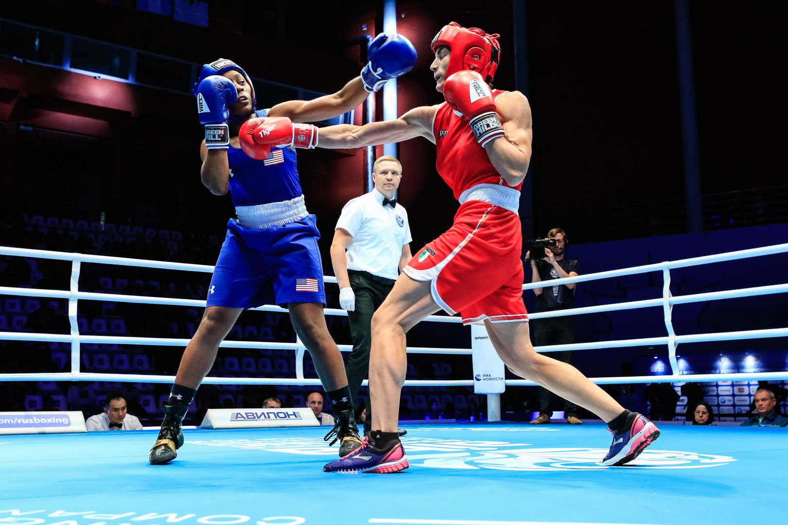 American Rashida Ellis eased past Francesca Amato of Italy 5-0 ©AIBA