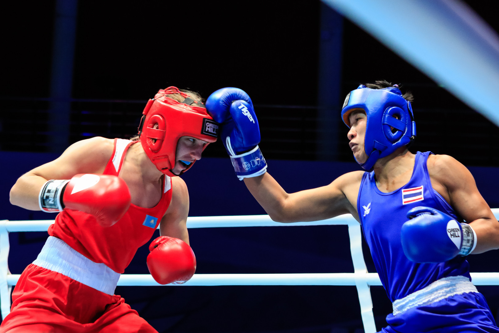 Sudapom Seesondee of Thailand defeated Rimma Volossenko of Kazakhstan 4-1 ©AIBA