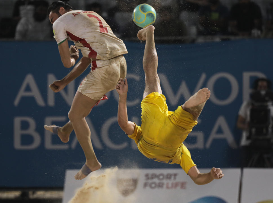 Acrobatic action was also seen at the beach soccer ©ANOC