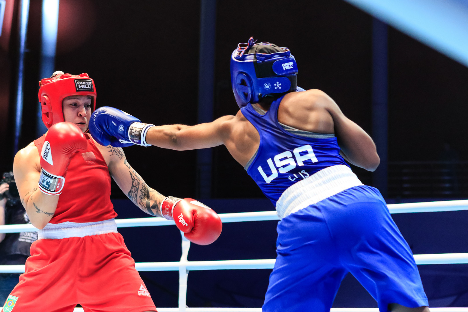 Pan American Games lightweight champion Beatriz Ferreira made the final with a 4-1 result over Rashida Ellis of the US ©AIBA
