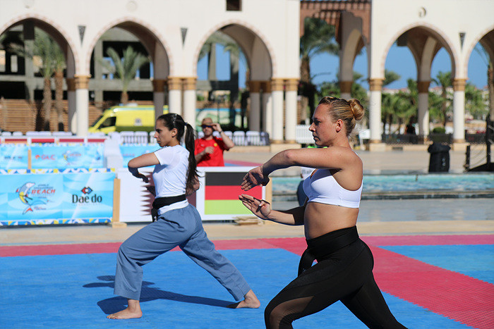 Baerbel Reiner, right, earned Germany a first gold on day two of the World Taekwondo Beach Championships at Egypt's Red Sea resort of Sahl Hasheesh ©World Taekwondo