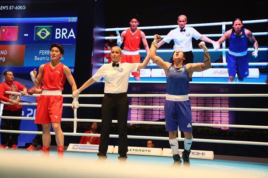 Pan American Games lightweight champion Beatriz Ferreira eased past Wang Cong of China to take the world title ©AIBA