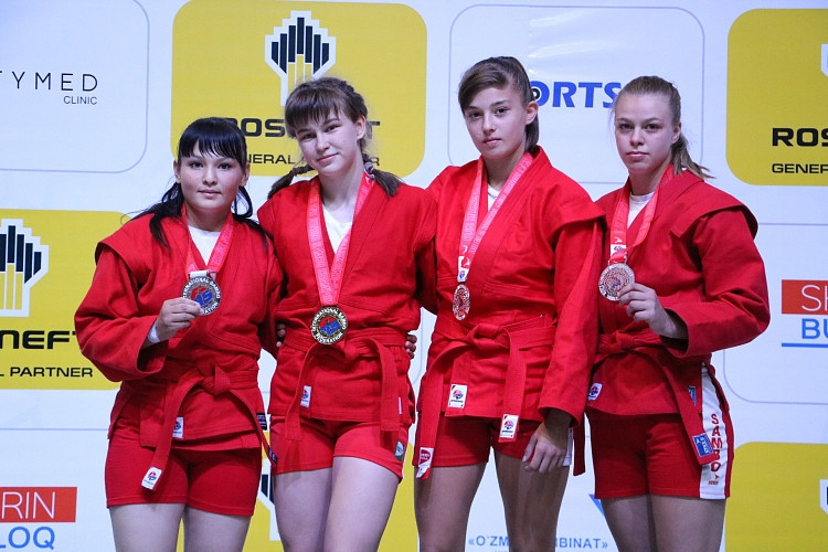 Young sambists competed across 40 individual divisions in Tashkent ©FIAS