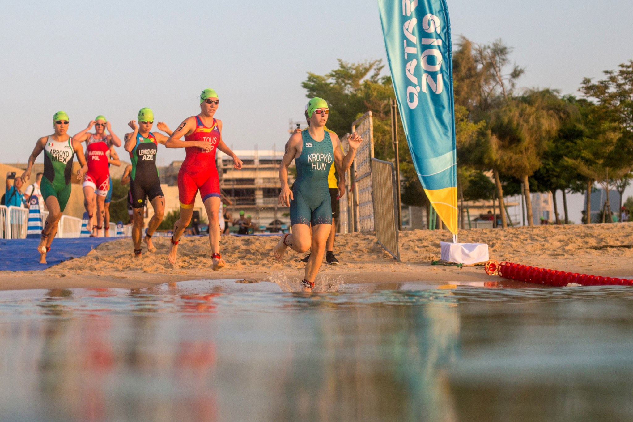 The leaders start the pace in the early stages of the aquathlon mixed team relay ©ANOC World Beach Games