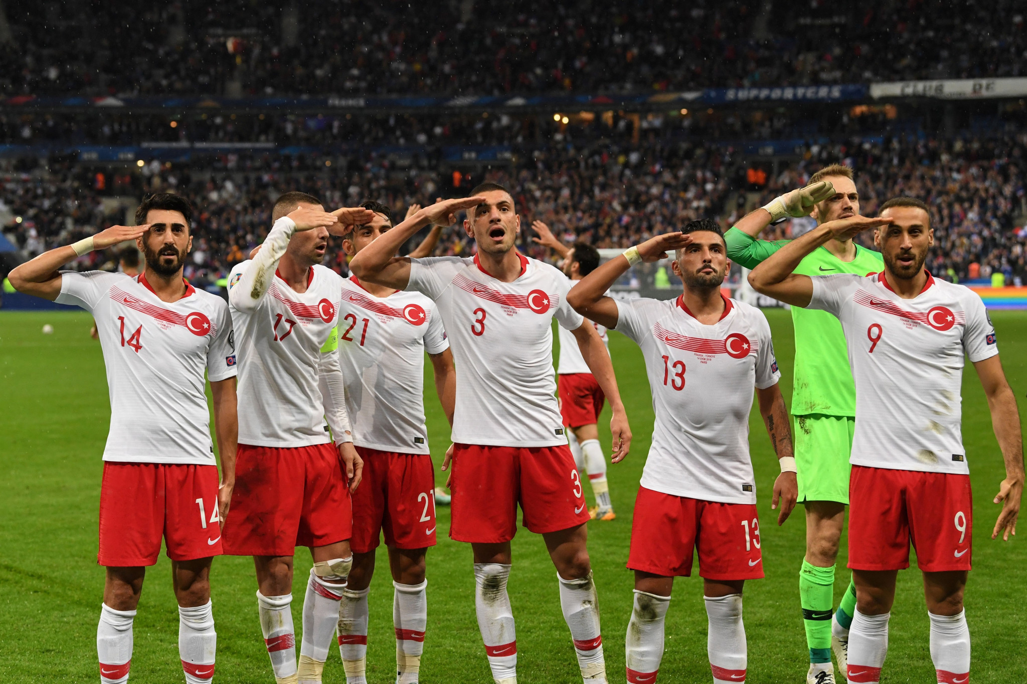 Turkish footballers criticised for Paris salute