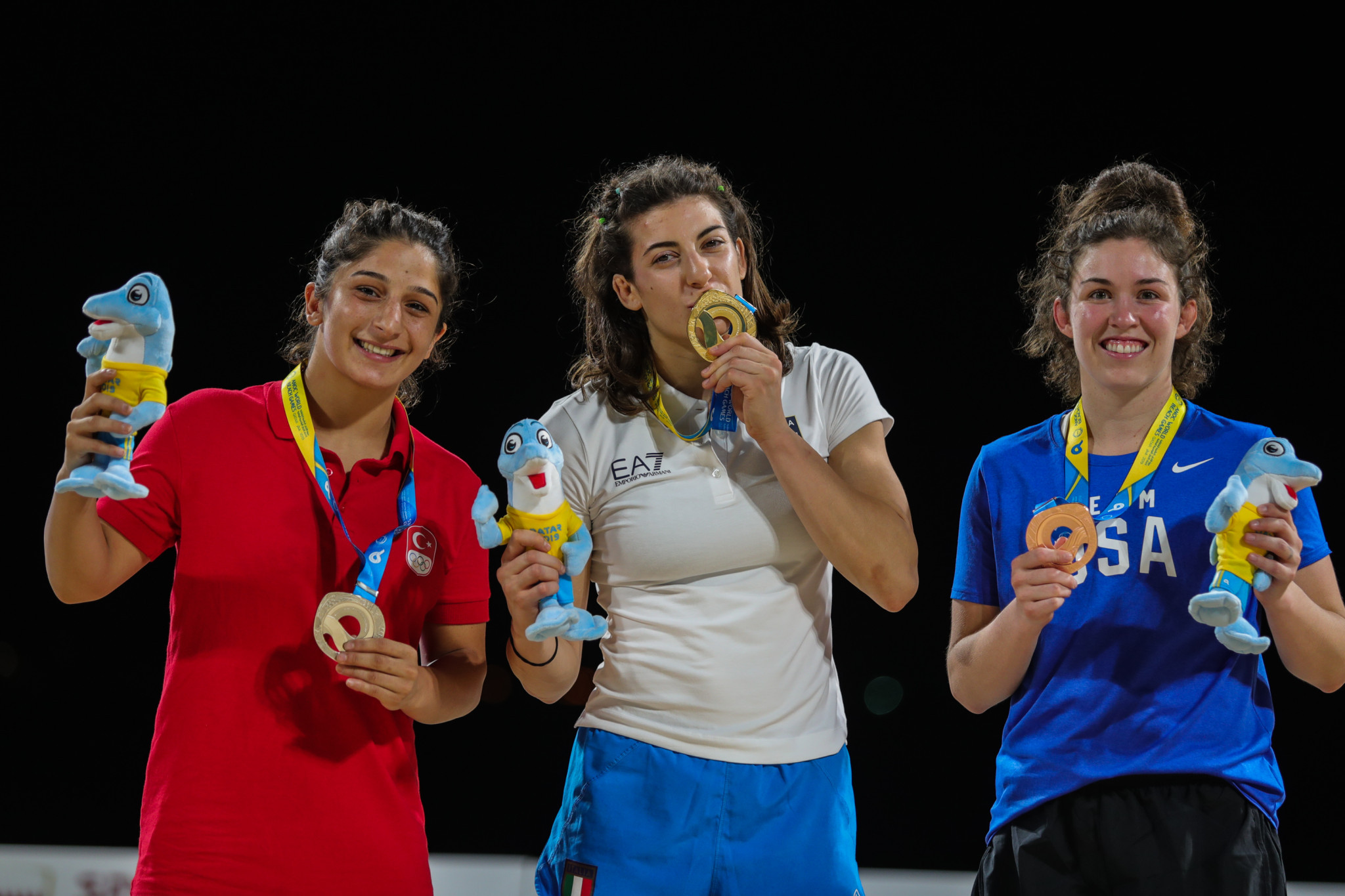Italy's Francesca Indelicato was so happy with her gold medal she claimed she was going to sleep with it tonight ©ANOC World Beach Games