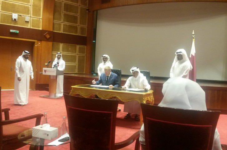 John Coates, President of the International Council of Arbitration for Sport, signs a Memorandum of Understanding with the Qatar Sports Arbitration Foundation today ©ITG