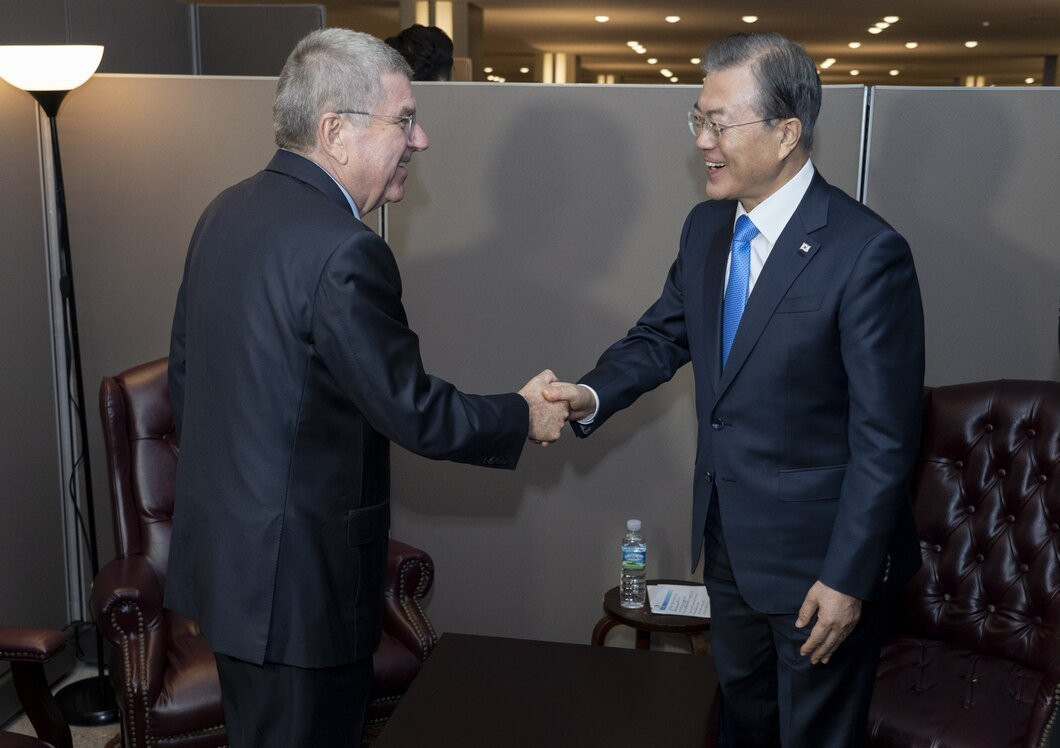 South Korean President Moon Jae-in met with IOC President Thomas Bach to discuss a joint Korean bid for the 2032 Olympic Games ©IOC