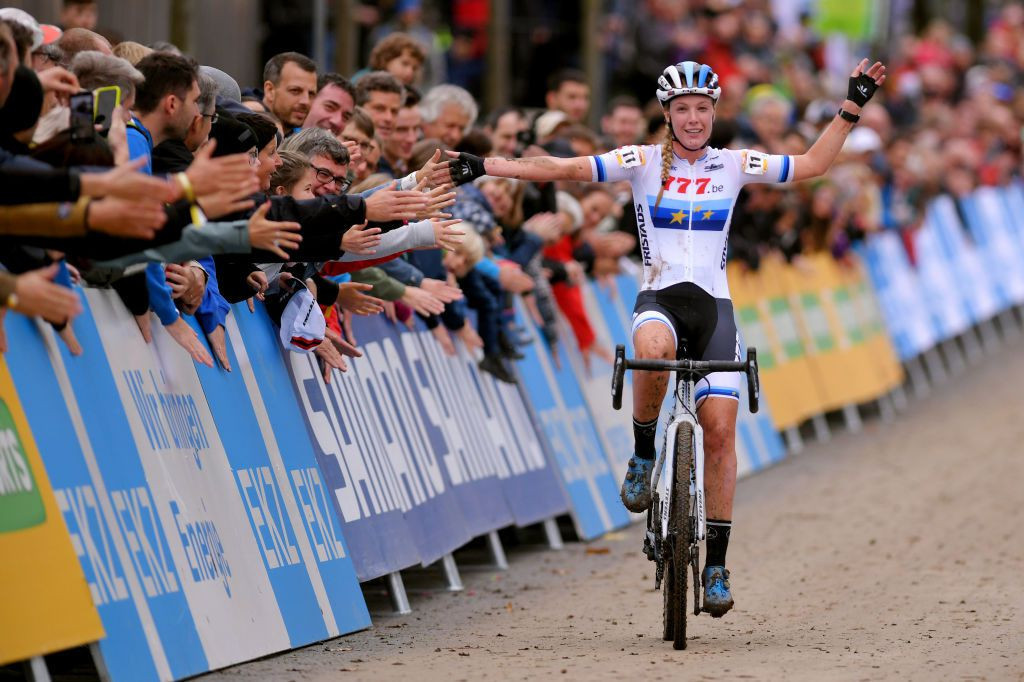 Worst and Iserbyt win UCI Cyclo-cross World Cup races in Bern