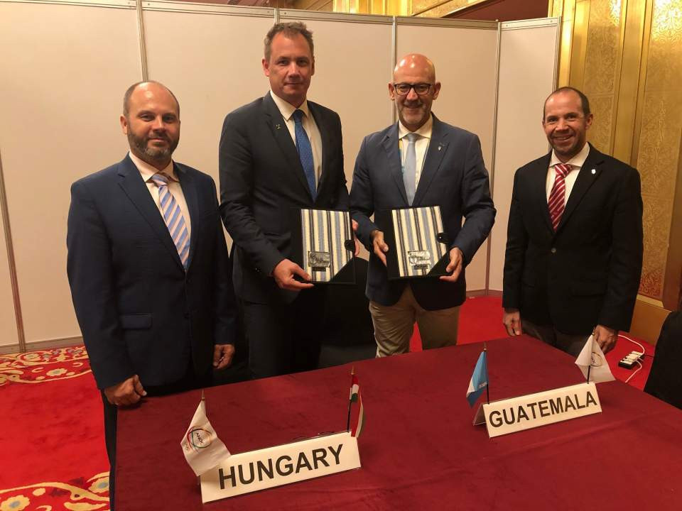 COG vice president Juan Carlos Sagastume (right) and HOC president of international relations Attila Ádámfi (left) were also at the signing ceremony ©HOC