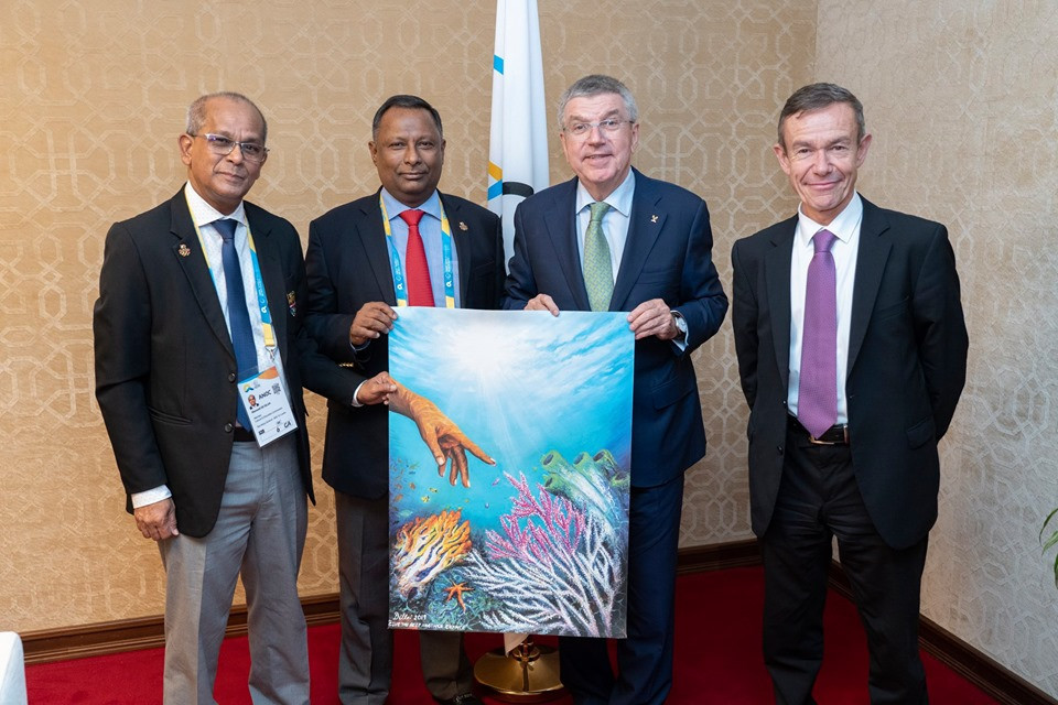 Dillai Joseph's painting was presented to International Olympic Committee President Thomas Bach in Doha ©NOCSL