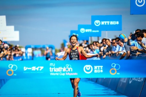 Ai Ueda delighted the home crowd by winning the women's race ©ITU
