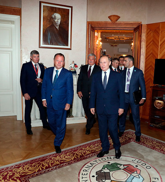 Russian President Vladimir Putin visited the International Judo Federation headquarters in Budapest ©IJF